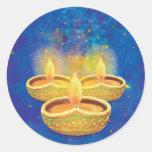 Velas illuminating pintadas a mano felices de pegatina redonda