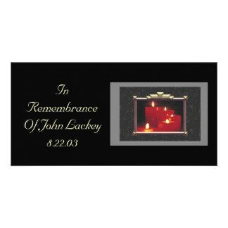 Velas y vides de la conmemoración tarjetas personales con fotos