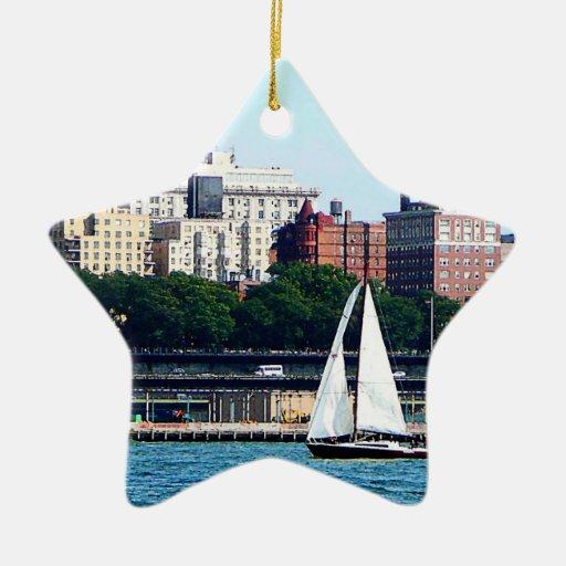 Velero contra el horizonte de Manhattan Adorno De Cerámica En Forma De Estrella