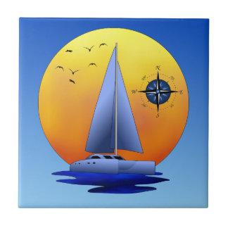 Velero del catamarán y rosa de compás azulejo cuadrado pequeño