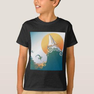 Velero en el océano con el salto de los pescados camisas