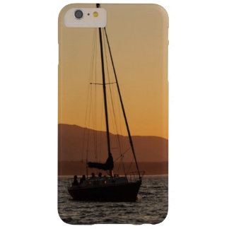 Velero en la puesta del sol en Puget Sound Funda De iPhone 6 Plus Barely There