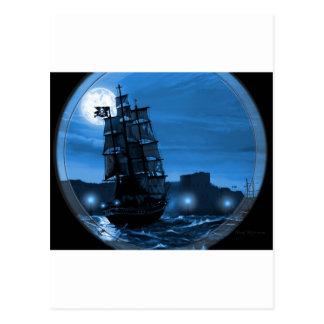 Velero encendido luna a través de un catalejo postal