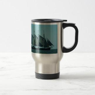 Velero masted tres tazas de café