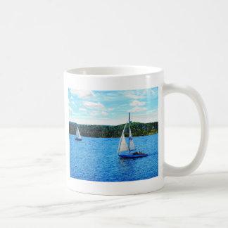 Veleros en el verano taza de café
