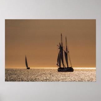 Veleros en la orilla del mar Báltico Póster