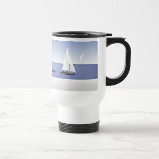 Veleros en la taza del viaje del horizonte