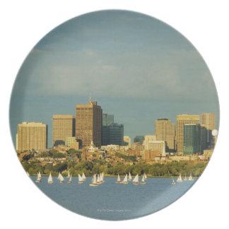Veleros en un río, el río Charles, Boston, Plato
