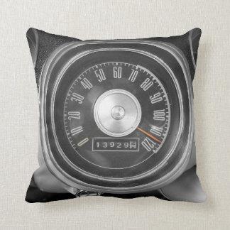 Velocímetro clásico del coche del músculo almohadas