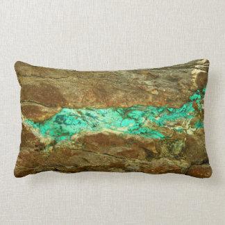Vena natural de la turquesa en piedra marrón almohadas