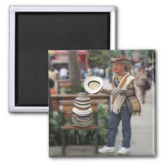 Vendedor colombiano del gorra imán cuadrado