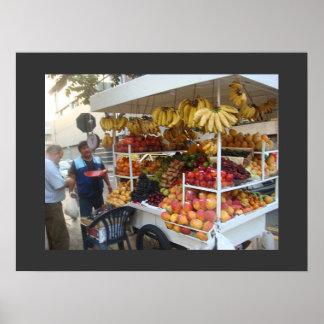 Vendedor de la esquina de la fruta en Lima, Perú Poster