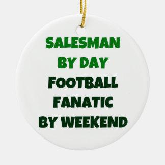 Vendedor del fanático del fútbol del día por fin adorno navideño redondo de cerámica