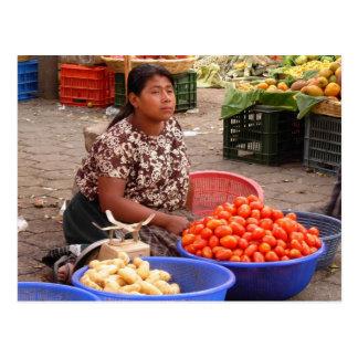Vendedor guatemalteco del mercado tarjetas postales