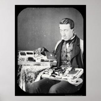 Vendedor que exhibe su Daguerreotype 1852 de las m Póster