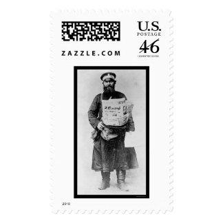 Vendedor ruso 1909 del periódico