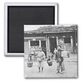 Vendedores ambulantes chinos, c.1870 (foto de b/w) imanes