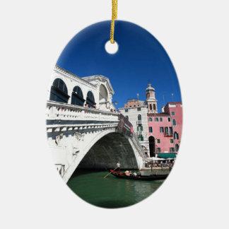 Venecia hermosa, puente de Rialto Adorno Navideño Ovalado De Cerámica