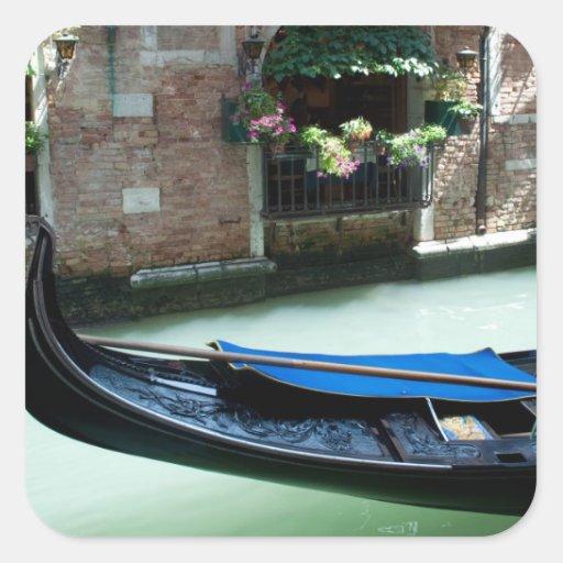 Venecia, Italia - foto del detalle de la góndola Calcomanía Cuadradas Personalizada