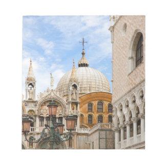 Venecia, Véneto, Italia - los pájaros se encaraman Bloc