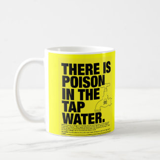 veneno en el agua del grifo taza básica blanca