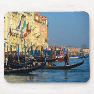 Venetian gondoliers mouse pad
