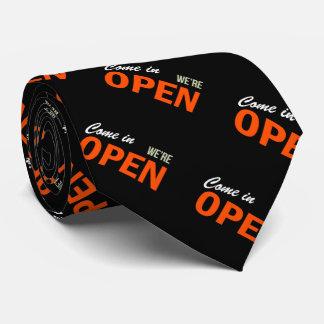 Venido adentro estamos abiertos corbata personalizada