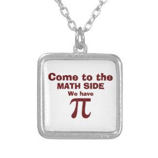 ¡Venido al lado de la matemáticas tenemos pi! Colgante Cuadrado