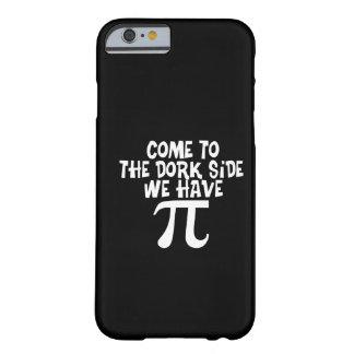 Venido al lado del Dork… tenemos pi Funda De iPhone 6 Barely There