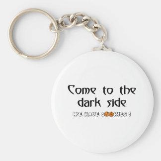 ¡Venido al lado oscuro - tenemos galletas! Llavero Redondo Tipo Pin