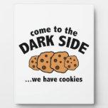 Venido al lado oscuro… tenemos galletas placa de plastico