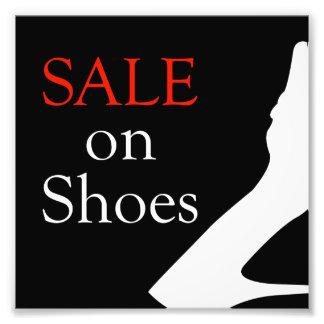 Venta en los zapatos con la silueta de un zapato fotografías