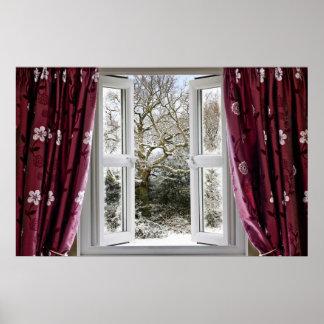 Ventana abierta con vista a una escena nevosa del  póster