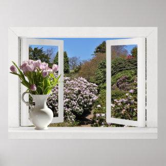 Ventana abierta sobre jardín con los tulipanes ros impresiones