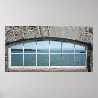 Ventana arqueada con vista del mar chispeante impresiones