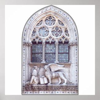 Ventana coa alas Marco del león de San Poster