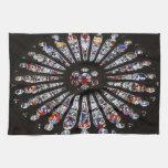 Ventana color de rosa de la iglesia del cristal de toallas