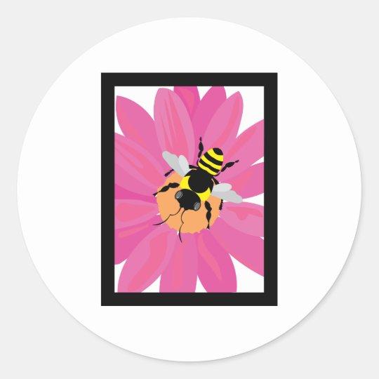 Ventana de la flor y de la abeja pegatina redonda