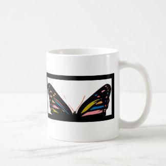 Ventana de la mariposa taza clásica
