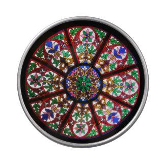 Ventana redonda de la iglesia del cristal de latas de caramelos