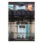 Ventana resistida - barrio francés fotografías