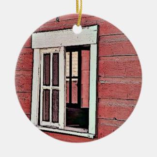 Ventana roja del granero adorno navideño redondo de cerámica