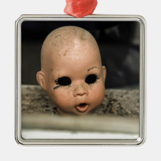 Ventana sucia de la cabeza de la muñeca del adorno navideño cuadrado de metal