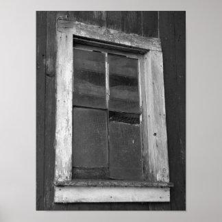 Ventana vieja blanco y negro del granero poster
