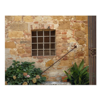 Ventana y pared de piedra antigua, Pienza, Italia Tarjeta Postal