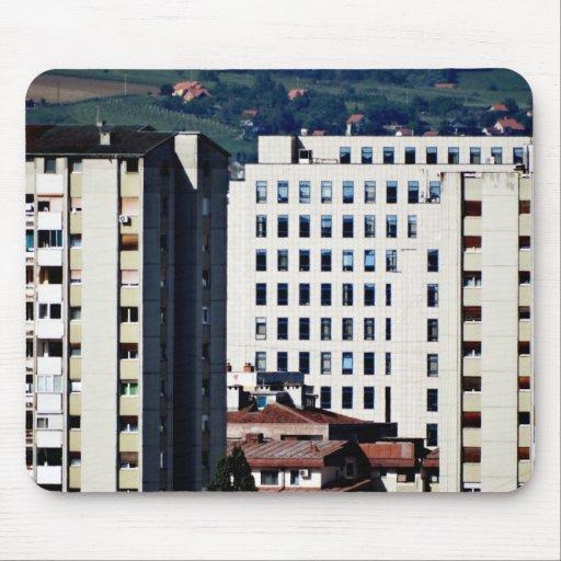 ventanas de la ciudad alfombrillas de ratón