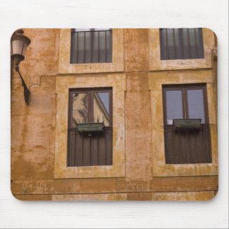 Ventanas del apartamento, Roma, Italia 2 Tapetes De Ratón
