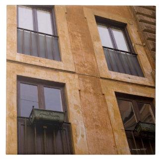 Ventanas del apartamento, Roma, Italia Azulejo Cuadrado Grande