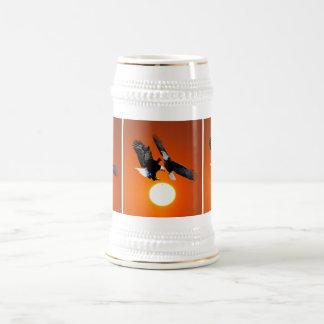 Venus en tránsito con dos águilas jarra de cerveza
