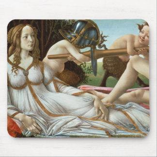 Venus y Marte, c.1485 (tempera y aceite) Mouse Pads